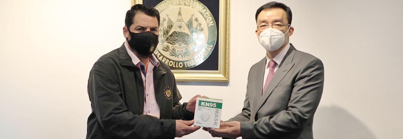 Embajada de China en El Salvador entrego una asistencia humanitaria de 100,000 dólares de la Cruz Roja China