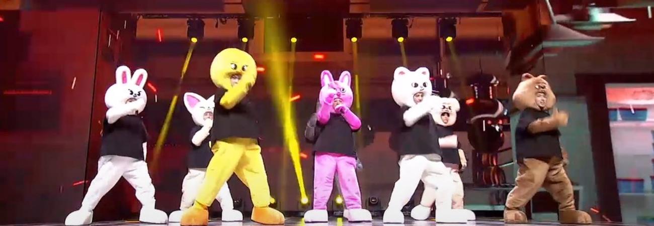 Stray Kids realiza adorable presentación de God´s Menu version SKZOO