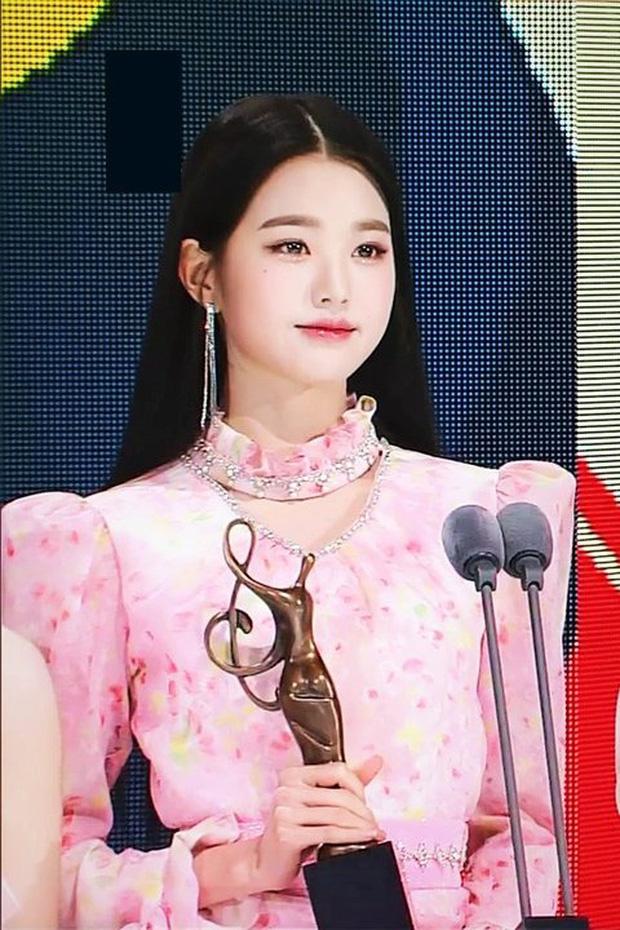 El increíble cambio de imagen de Gen Z Jang Wonyoung