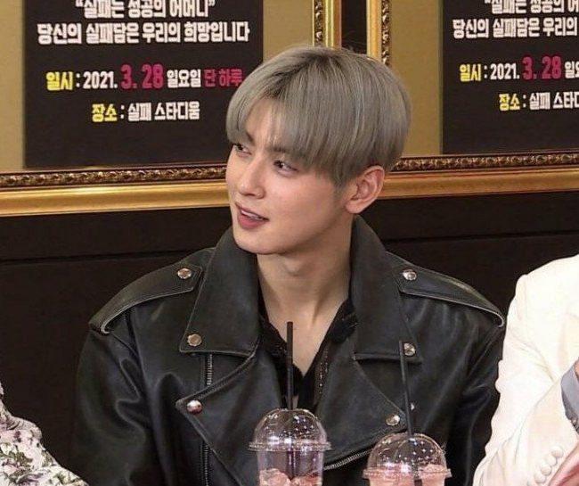 Netizen reaccionan positivamente a la pregunta ¿Cha Eun Woo no se ve bien con el cabello rubio/gris?'
