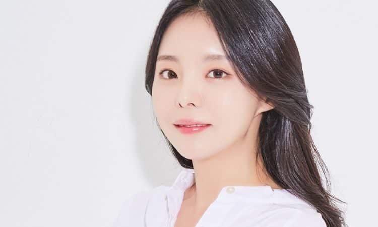 Jiwoo, irmã mais velha do J-Hope da BTS, assina contrato exclusivo com a Cube