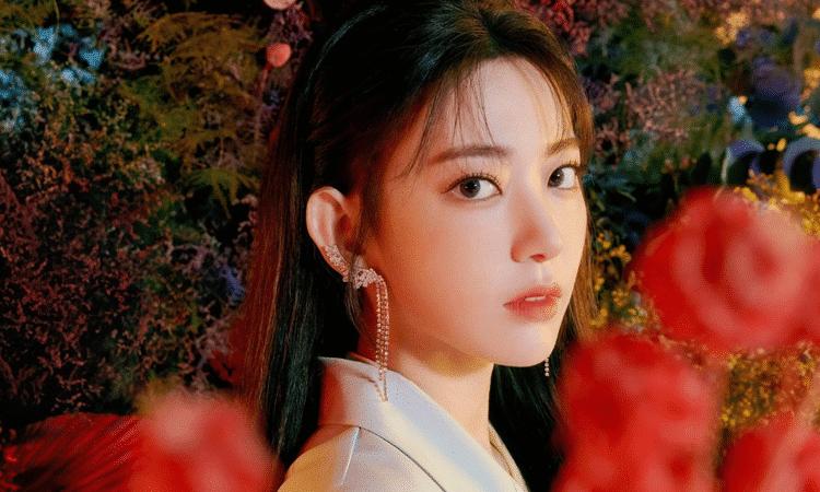 No creerás el precio del anillo que fans chinos le regalaron a Sakura de IZ*ONE