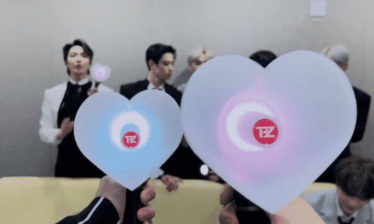 THE BOYZ enseña su light stick oficial en una transmisión de V Live