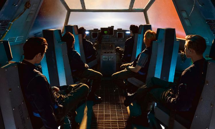 EXO se dirige al espacio exterior en su primer vídeo teaser para 'Don't Fight the Feeling'