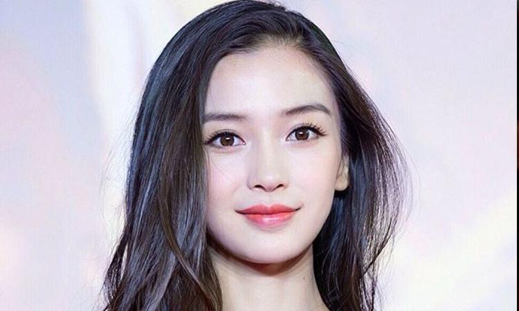 Netizens chinos critican a Angelababy por fumar cerca de un arbusto