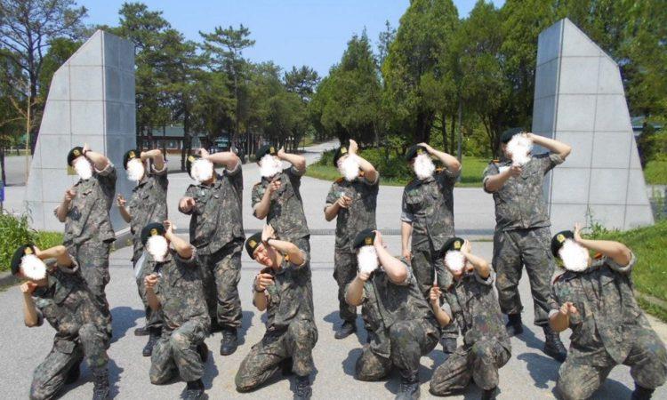 Captan a Baekhyun de EXO en el centro de entrenamiento básico del ejército
