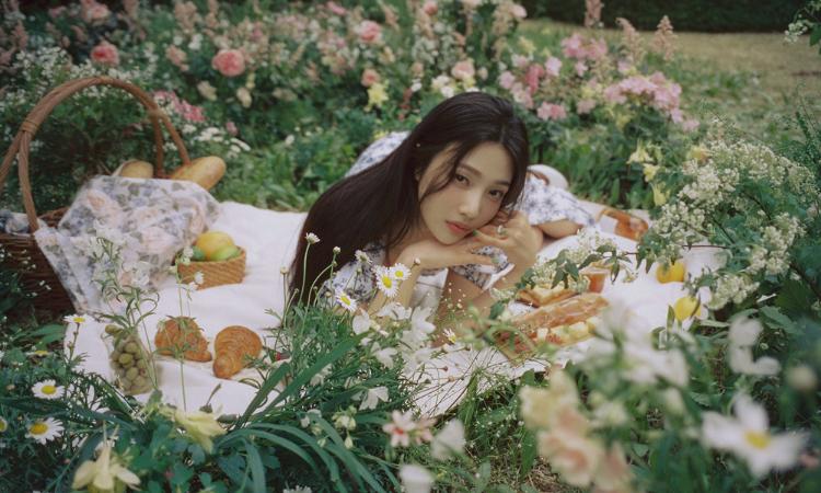 Joy de Red Velvet muestra un estado de ánimo primaveral para su álbum 'Hello'