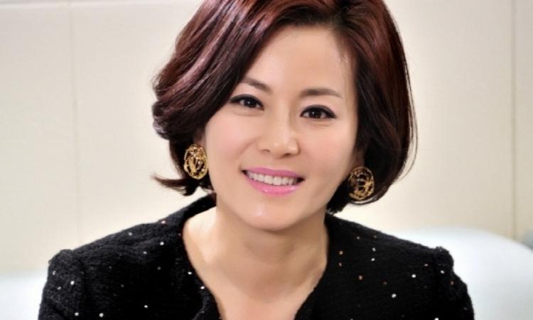 La actriz Kyun Mi Ri opina sobre la relación de su hija Lee Da In con Lee Seung Gi