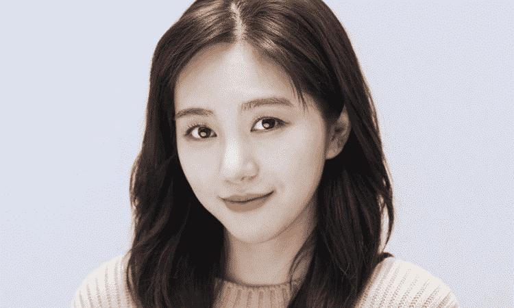 Mina ex AOA confirma que está em um relacionamento e mostra seu namorado na Instagram
