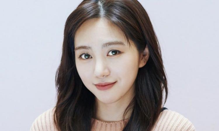 Mina ex AOA confirma que está en un relación y muestra a su novio en Instagram