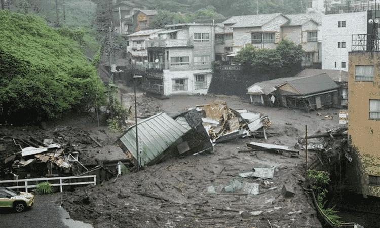 Deslizamiento de tierra sepulta varias casas en Tokio; Hay 2 muertos y 20 desaparecidos