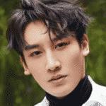 Conoce el grupo de Kpop creado por Jackie Chan, JJCC